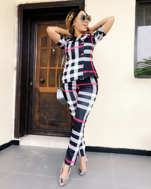 Nina deforms her Hand with photoshop in a bid to get the perfect Hips (PHOTOS)